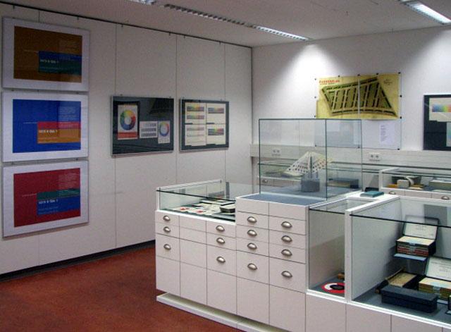Einblicke in 100j hrige farbtonkarten geschichte for Raumgestaltung uni wuppertal
